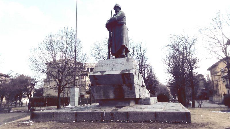 Il monumento al fante, uno dei simboli del quartiere della Crocetta