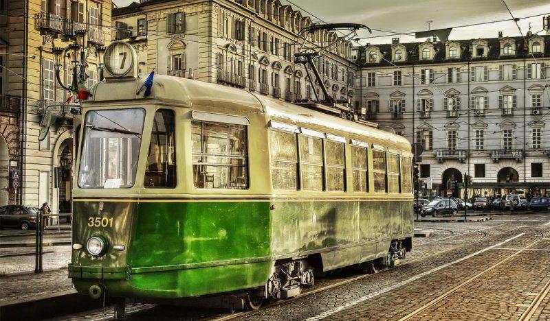 Tram in Piazza Castello a Torino