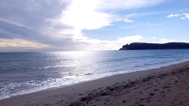 Cagliari, la spiaggia del Poetto e la Sella del Diavolo