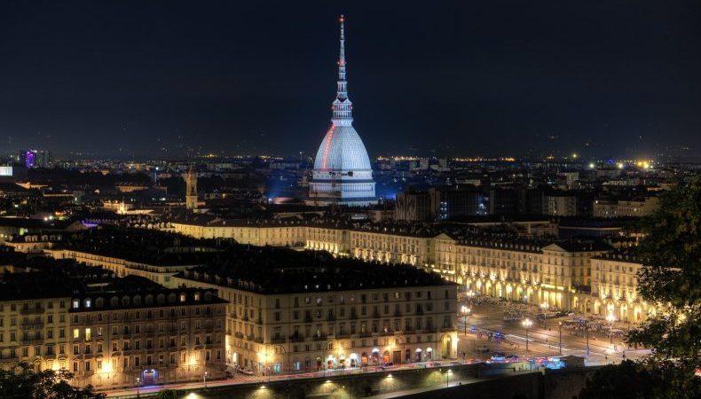 Visitare Torino di notte. Ad esempio per scorci come questo
