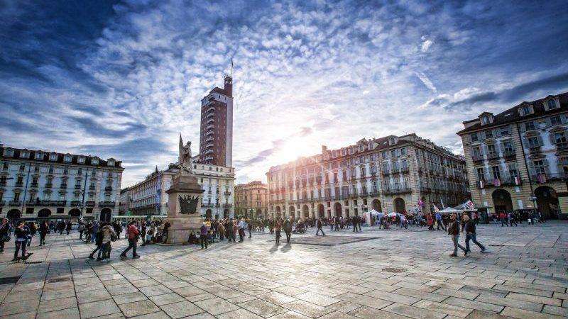 Piazza Castello a Torino -Come richiedere la residenza a Torino